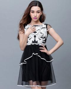 【换季清仓】【艾雨晴】2016夏季新款镂空绣花修身短袖品牌连衣裙(黑色)